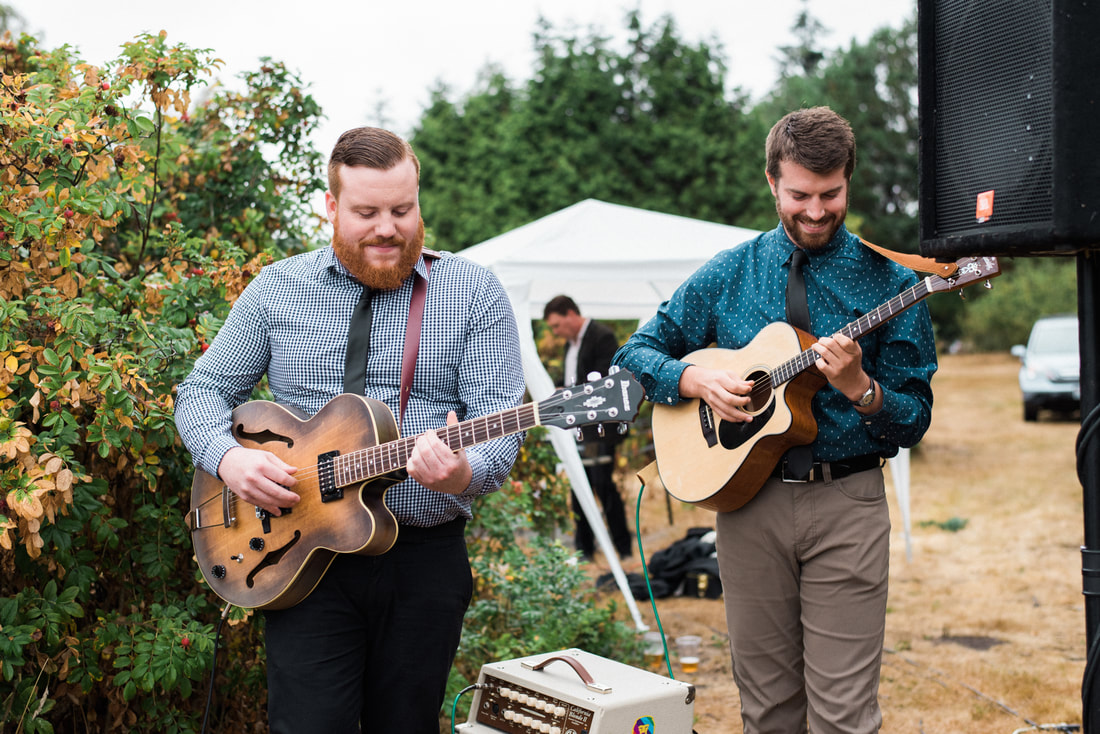 Caylie Mash Photography, Bellingham Washington Wedding and Engagement Photographer, Whatcom County, Rainy Pacific Northwest Backyard Wedding, PNW, Ceremony Guitar