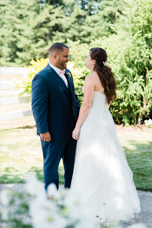 Bellingham Wedding Photographer, Caylie Mash Photography, Rein Fire Ranch, First Look