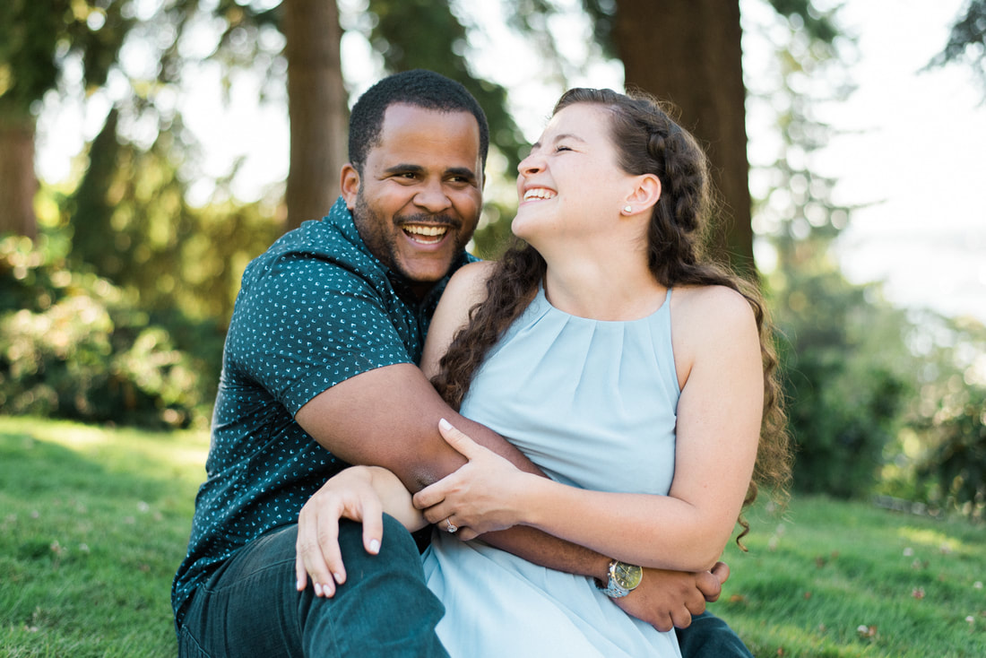 WWU Bellingham Western Washington University Engagement Session, Engagement Wedding Photographer, Caylie Mash Photography, Periwinkle BlueWWU Bellingham Western Washington University Engagement Session, Engagement Wedding Photographer, Caylie Mash Photography, Periwinkle Blue